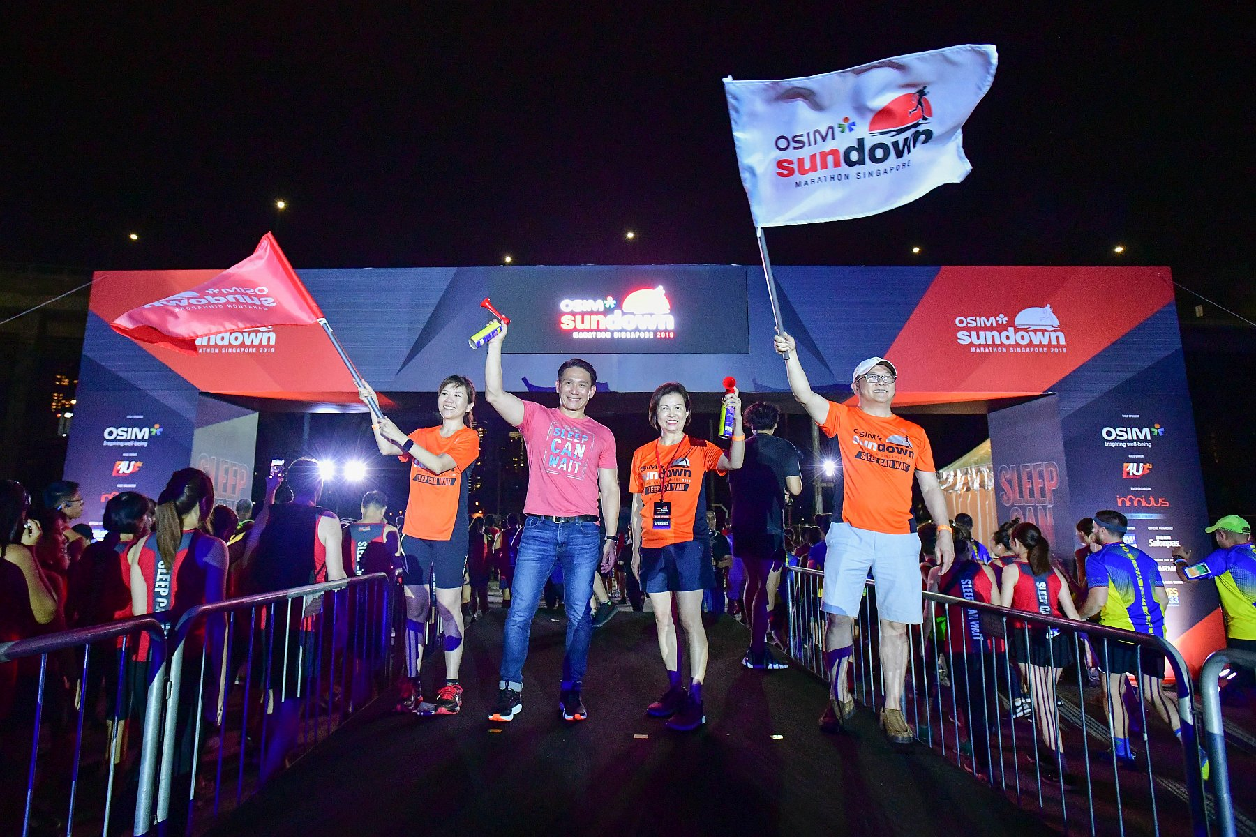 OSIM Sundown Marathon 2019_(L-R) Lynn Tan, 2nd Deputy CEO of OSIM; Jeffrey Foo, Managing Director of Infinitus Productions; Mr and Mrs Ron Sim, Founder of OSIM
